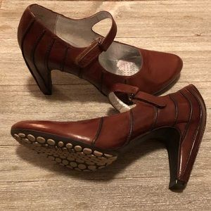 TSUBO Piped Mary Jane Heels